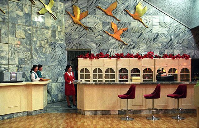 © Teun Voeten. Pyongyang, North Korea, April/May 2004 Hotel bar in the Yanggakdo Hotel, Pyongyang